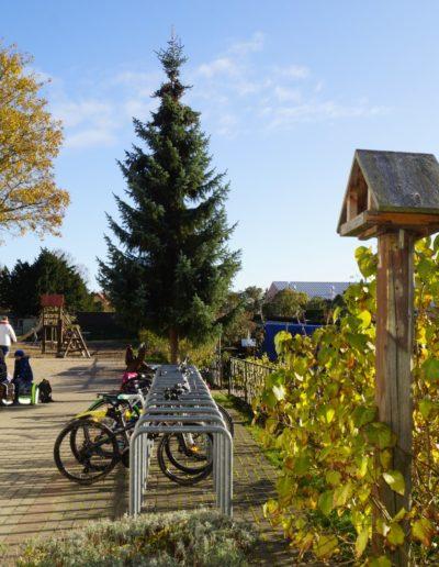 Vineta Grundschule Koserow Aussenansicht Schulhof